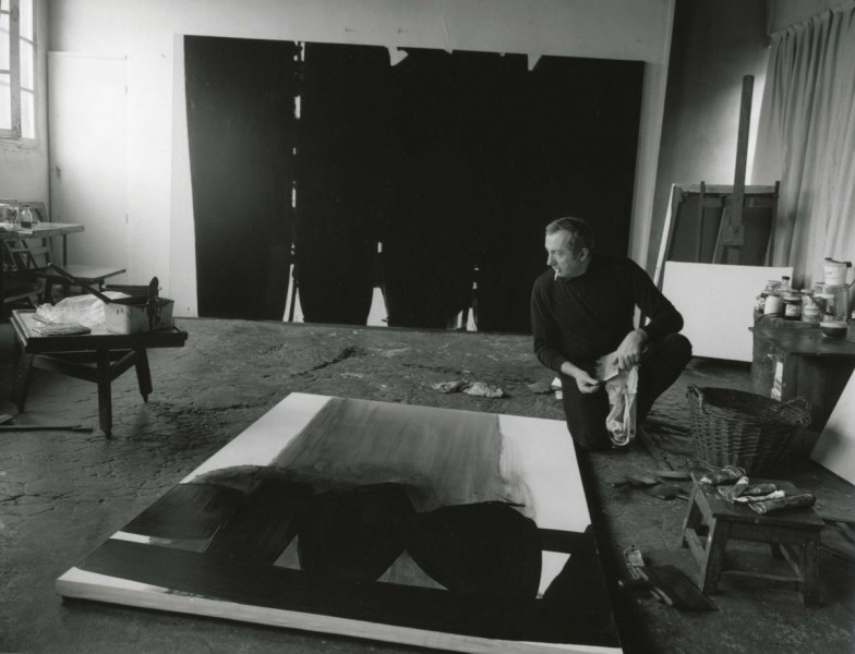 Pierre-Soulages-1968-in-the-atelier-The-Chromologist-784x600